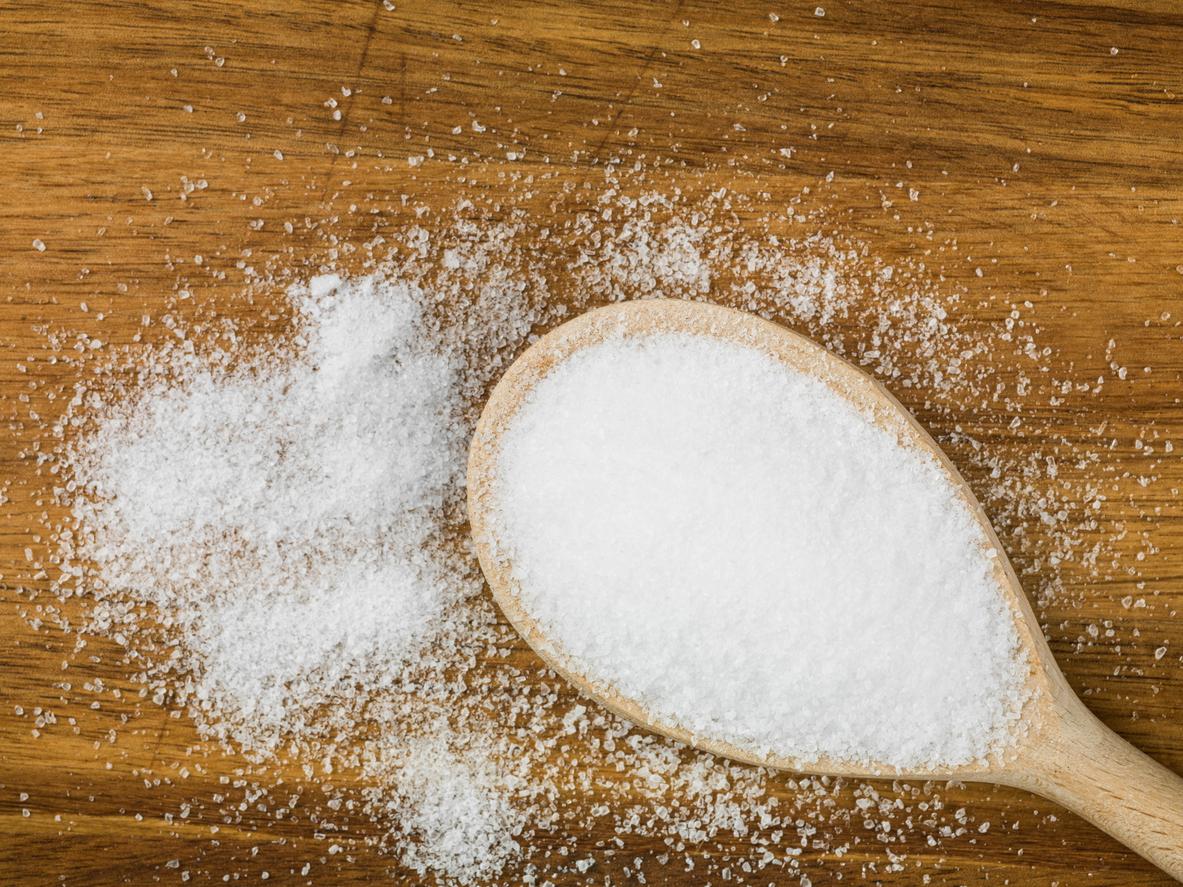 O sal está presente na mesa de boa parte dos brasileiros, mas o tempero em excesso é prejudicial à saúde. Saiba como substituí-lo e faça uma dieta saudável.