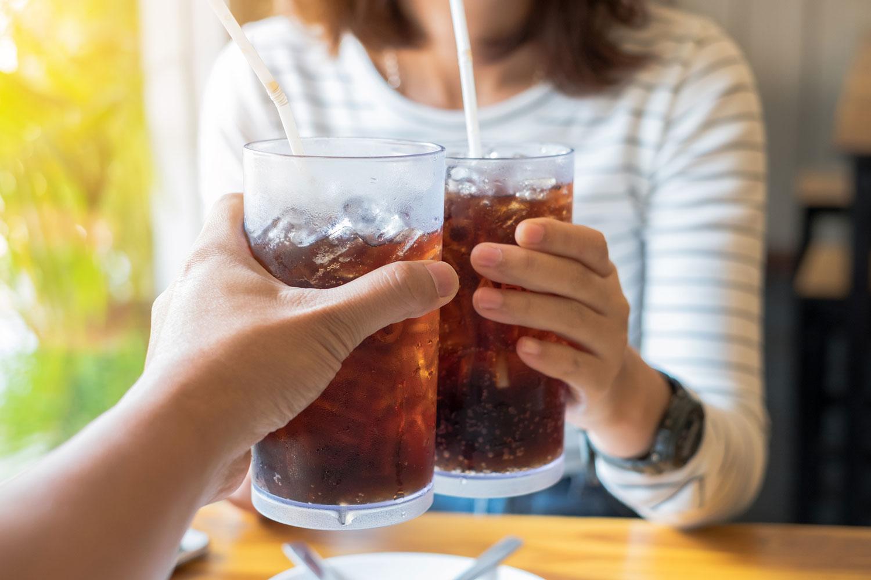 A celulite é um dos males mais odiados pelas mulheres. O refrigerante é um dos grande vilões,mas há outros alimentos que podem prejudicar. Veja a seguir!
