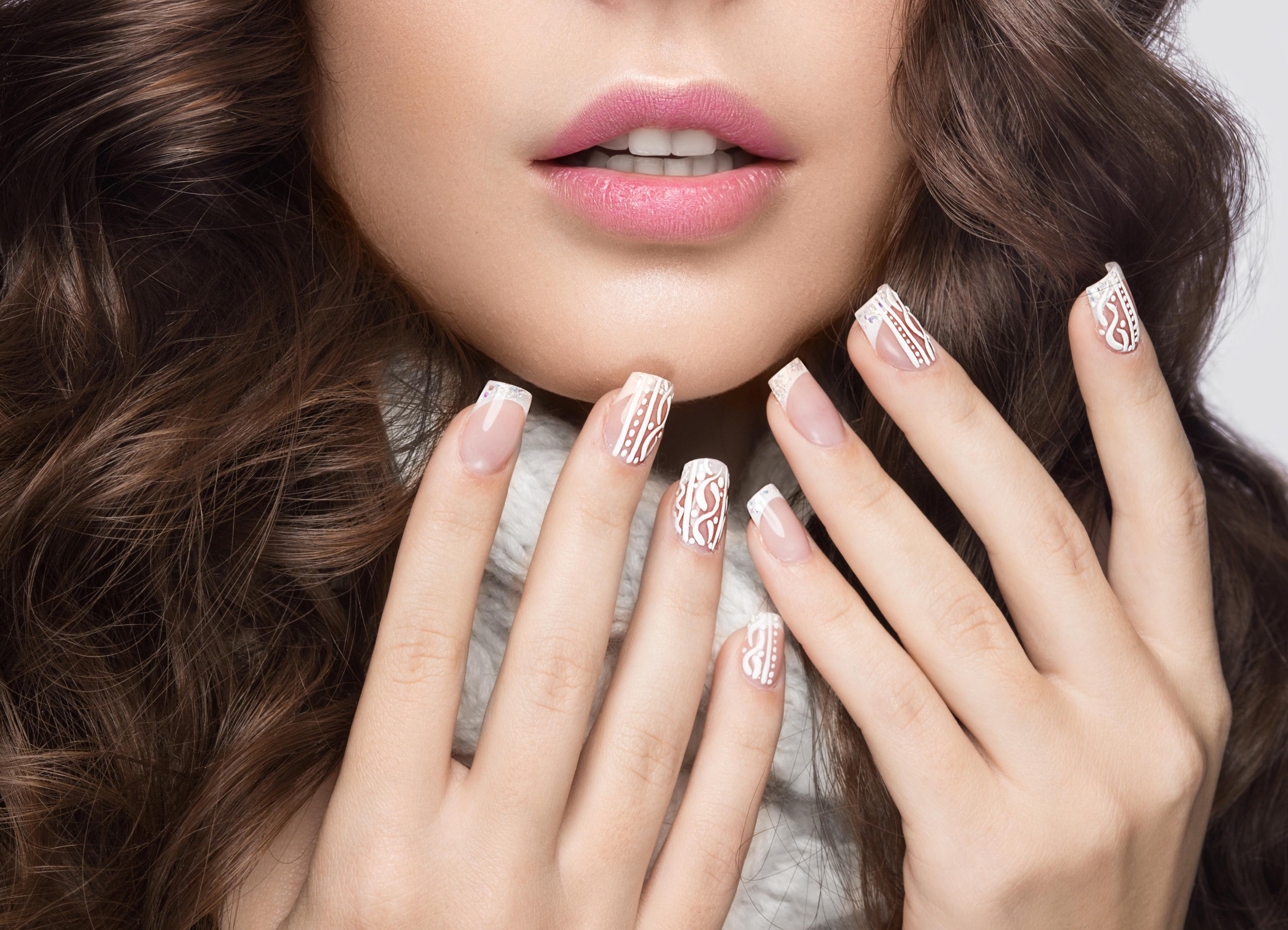 Ter unhas longas e fortes é o desejo de muitas mulheres. Veja dicas para cuidar das suas unhas e deixá-las cada vez mais saudáveis.
