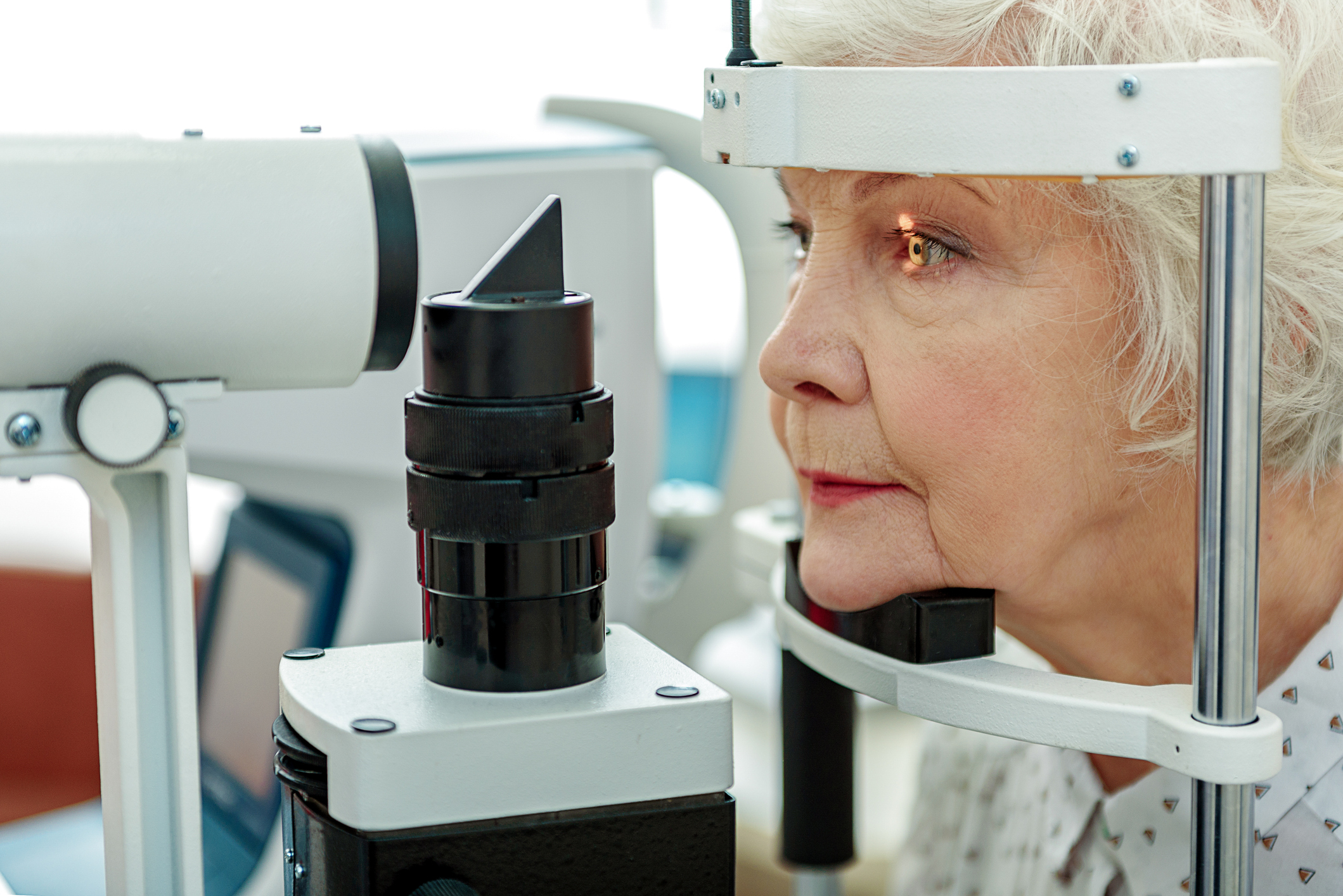 Cuidar da saúde dos olhos é fundamental. Veja dicas para prevenir doenças e não sofrer com problemas de visão depois de uma certa idade.