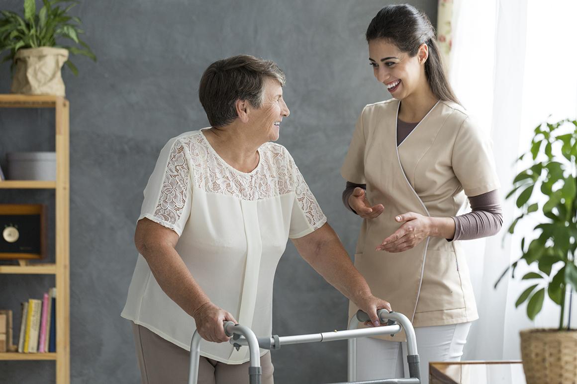 A osteoporose é uma doença que precisa de atenção e acompanhamento profissional. Entenda as causas da doença e o tratamento para amenizar complicações.