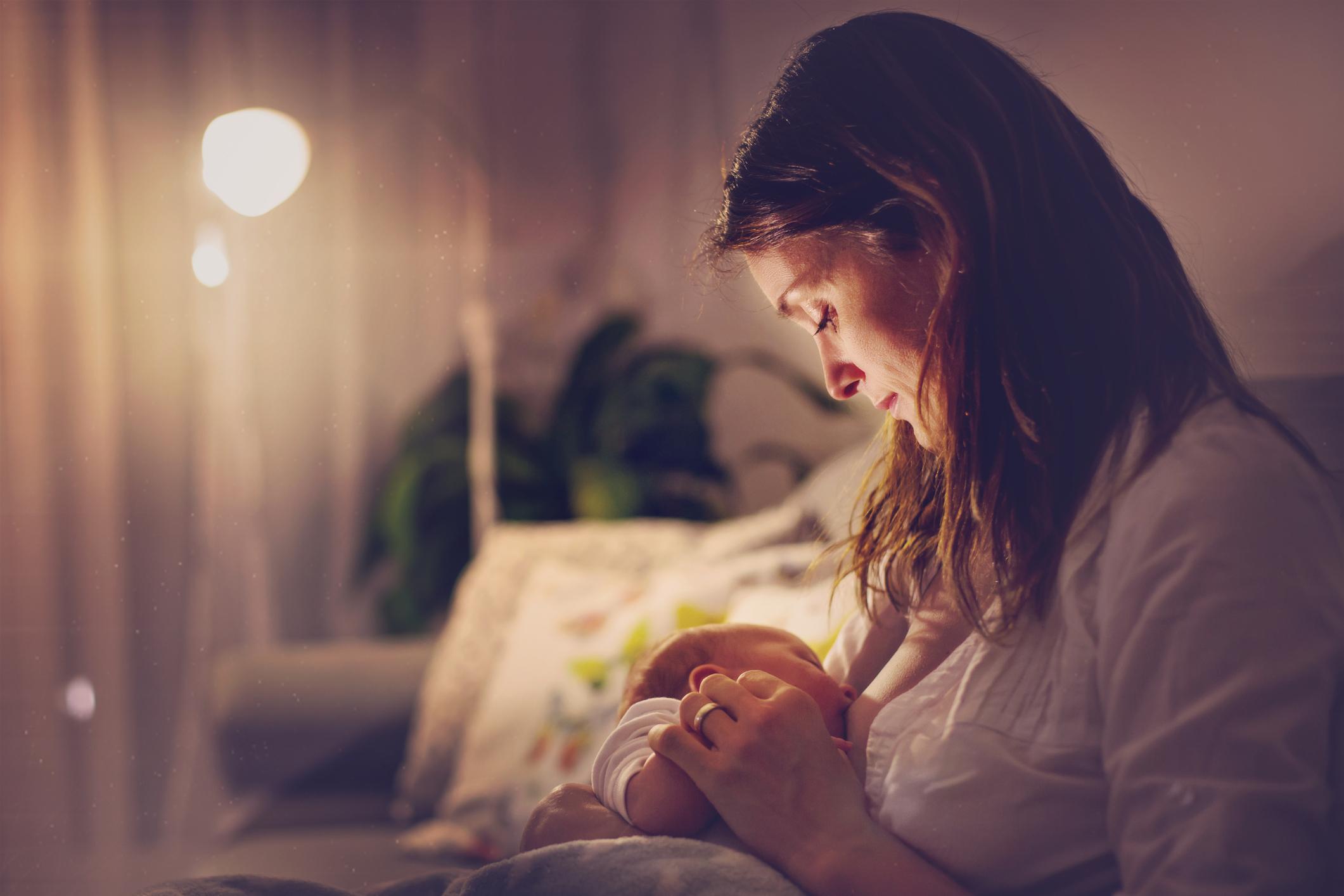 O aleitamento materno, além de nutrir, fortalece a relação entre mãe e bebê. A amamentação deve ser exclusiva até os seis meses de idade.
