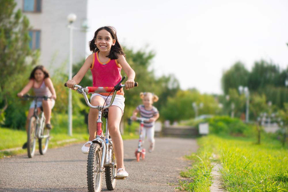 Para muitos pais, o bom desempenho dos filhos na escola não tem nada a ver com o hábito de praticar atividade física, por exemplo. Alguns consideram que o excesso de tempo dedicado à diversão pode até comprometer a rotina de estudos.